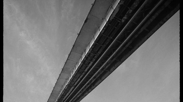 Pirmais tilts
